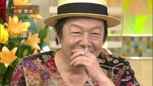 番組に出演しているハットをかぶっている古田新太の画像