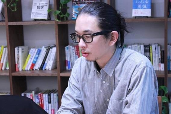 佐藤健寿のプロフィール. satokenji2. メガネ姿もキマってる!